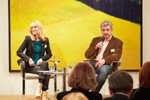 Rebekka Reinhard und Thomas Vašek beim Diskutieren