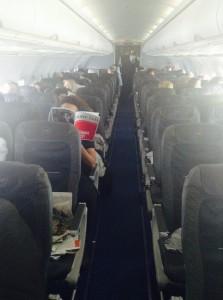 HOHE LUFT-Redakteur Robin Droemer im Flugzeug auf dem Weg nach Tel Aviv